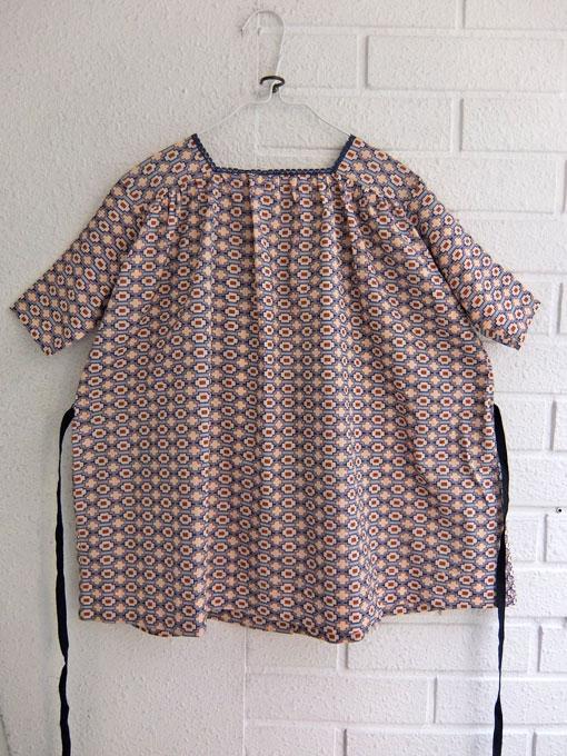 英国ブランド ロンドンブランド CARAMEL  キャラメル Como Dress, Kaleido Blue プリントスクウェアネックオーバーワンピース
