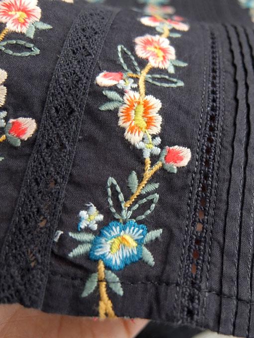 BONTON ボントン 刺繍フリルブラウス