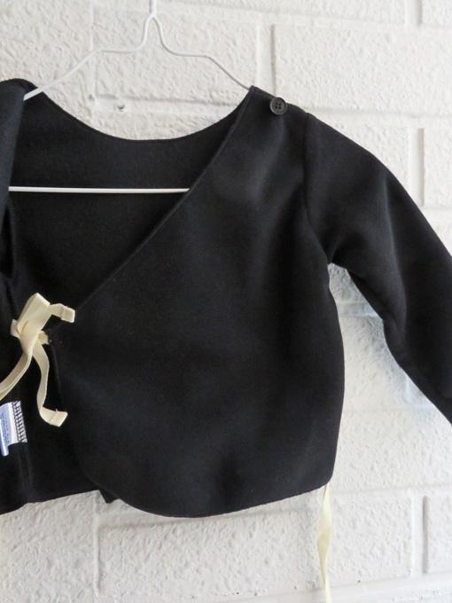 イタリア子供服 DOUUOD ベビーセットスーツ カシュクールカーディガン&足つきレギンス